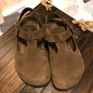 Birkenstock brown clogs with back strap.